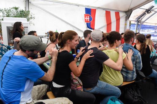 Wechselbad der Gefühle am Public-Viewing auf der Piazza in Horgen. 26. Juni 2016-André Springer